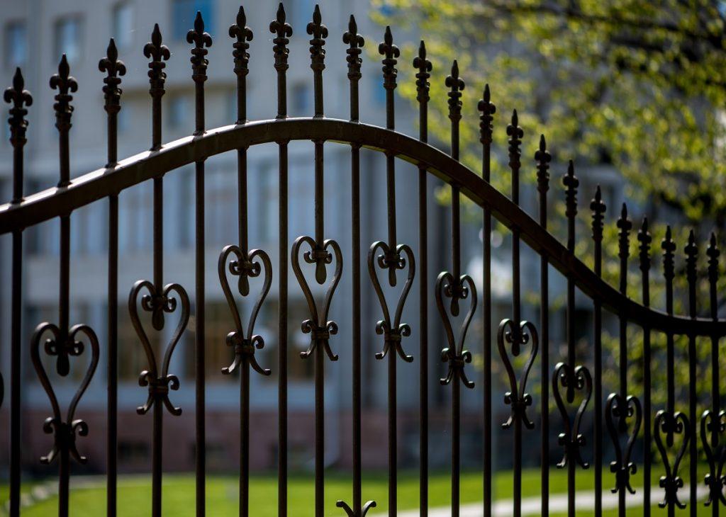 tall estate gate