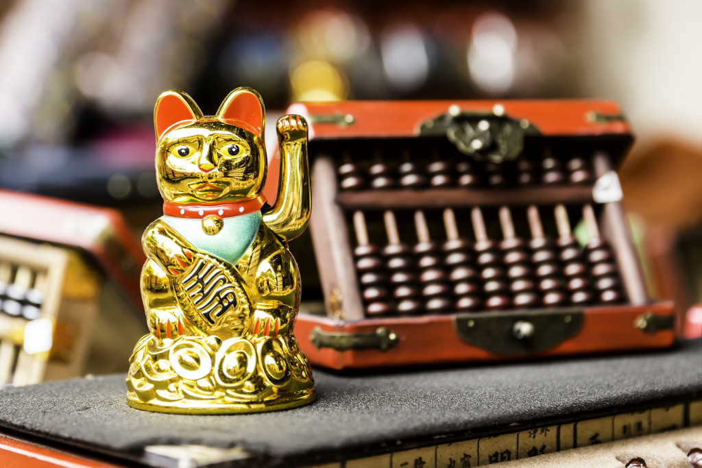 lucky cat and abbacus